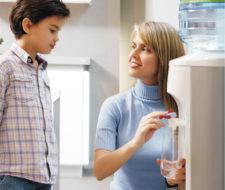 Ventajas de tener un dispensador de agua en la oficina